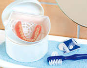 Porta e pulisci dentiera